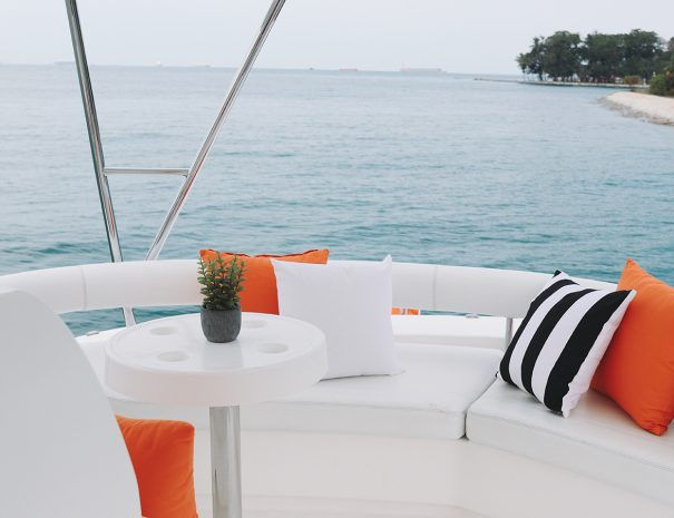 Charter Advant Yacht